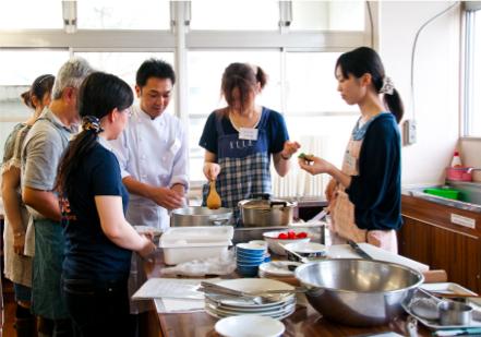 2011 年 9 月開催の「第2回いわて創作料理教室」の様子